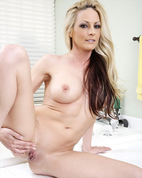 Horny Naked Wives 4